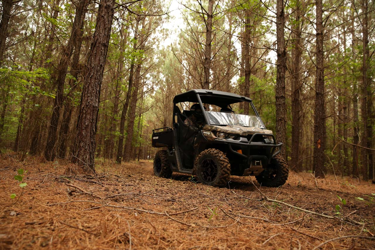 2017.can-am.defender-dps-hd5.camo_.front-right.riding.in-woods